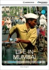 Jeden z nejv�ce obydlen�ch m�st na sv�t� Bombaj (Mumbai) je centrem indick� kultury. V knize se dozv�te, jak zde prob�h� den pr�m�rn�ho ob�ana, v�e o pr�ci, ve�ejn� doprav�, j�dle a z�bav�. Cambridge University Press ve spolupr�ci s Discovery Readers vytvo�ilo novou unik�tn� s�rii zjednodu�en� �etby v�nuj�c� se zaj�mav�m t�mat�m.